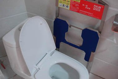 new squatting platform for toilets, toilet squatting device, toilet squatting platform in folded position